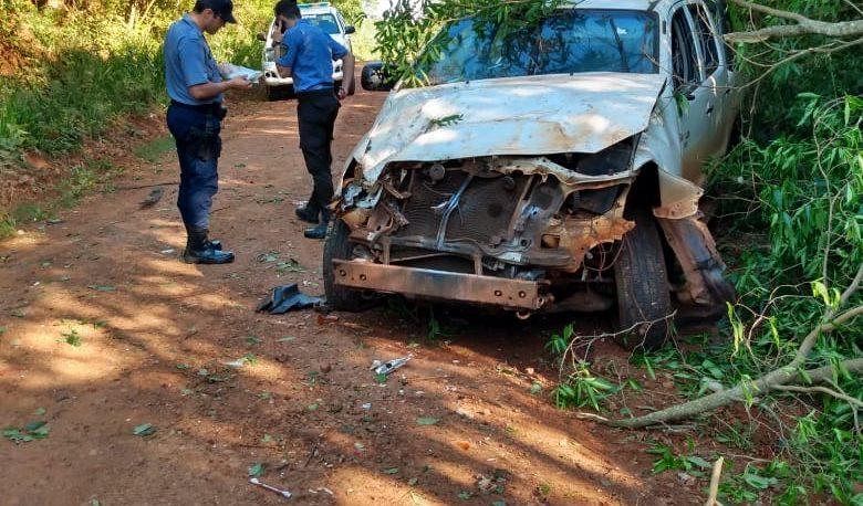 Chocaron y abandonaron una camioneta en Picada Sueca
