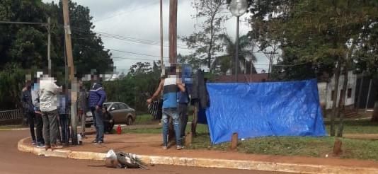 Piqueteros acampan en la plaza central de Guaraní
