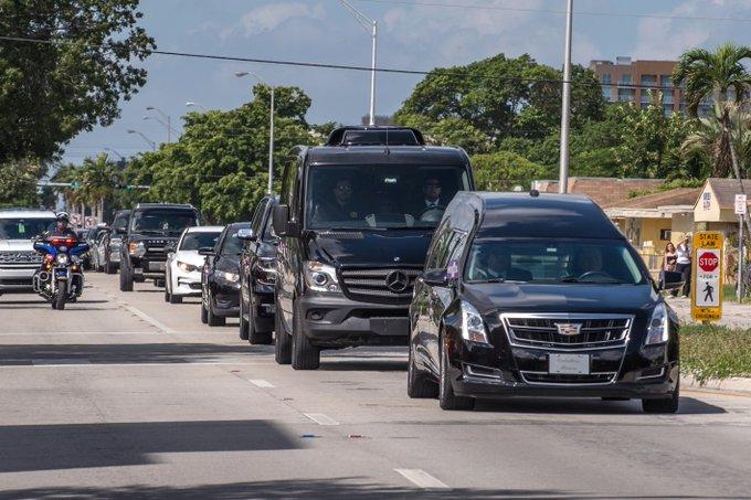 Dolor y reconocimiento en la despedida a José José en Miami