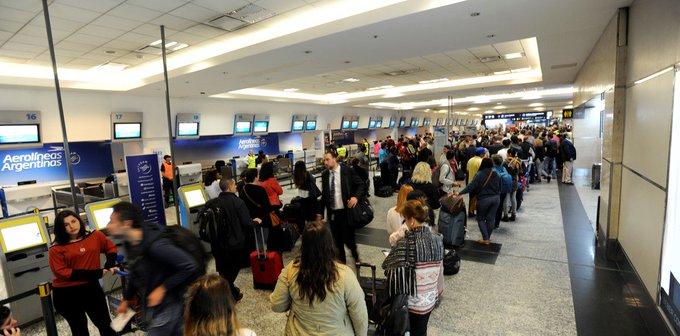 Cancelaciones y demoras en Aeroparque y Ezeiza por tormentas