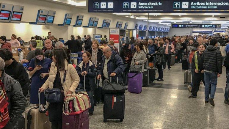 Pilotos ratifican el paro pero no descartan negociar