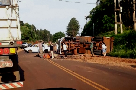 Dos muertos al despistar camión municipal en Eldorado