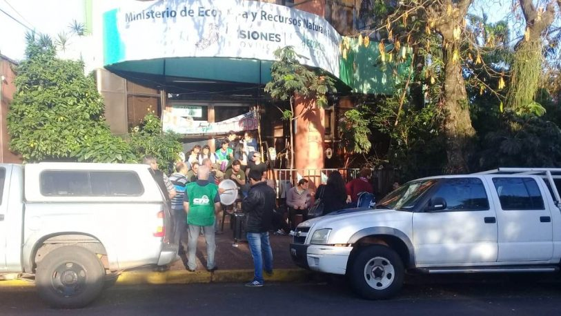 Empleados del Ministerio continúan con la protesta
