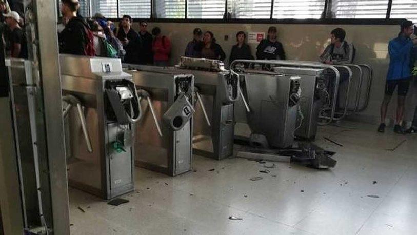 Piñera decreta el Estado de Emergencia tras los graves incidentes por el aumento en el subterráneo