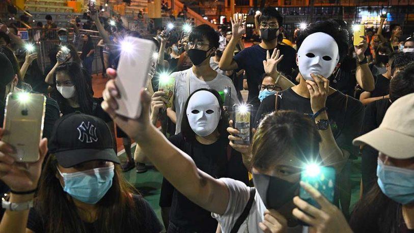 Una nueva noche de protestas paralizó Hong Kong