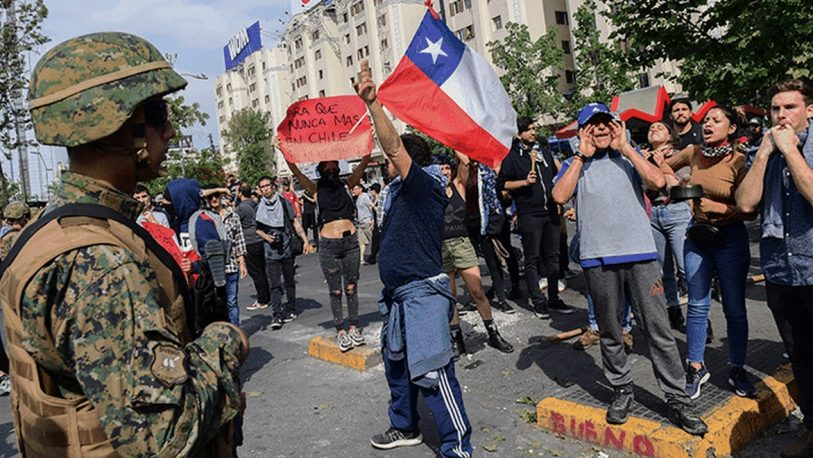 Enfrentamientos, cacerolas y filas para conseguir nafta y comida