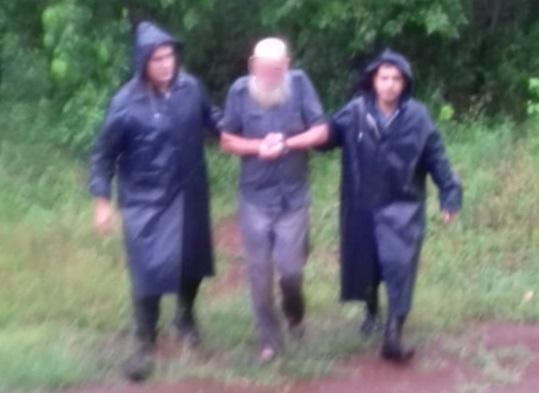 Asistieron a anciano que se encontraba oculto en un malezal