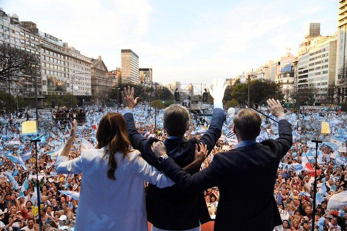 """Macri cerró la campaña en Córdoba y apostó por """"consolidar el voto"""" en un eventual balotaje"""