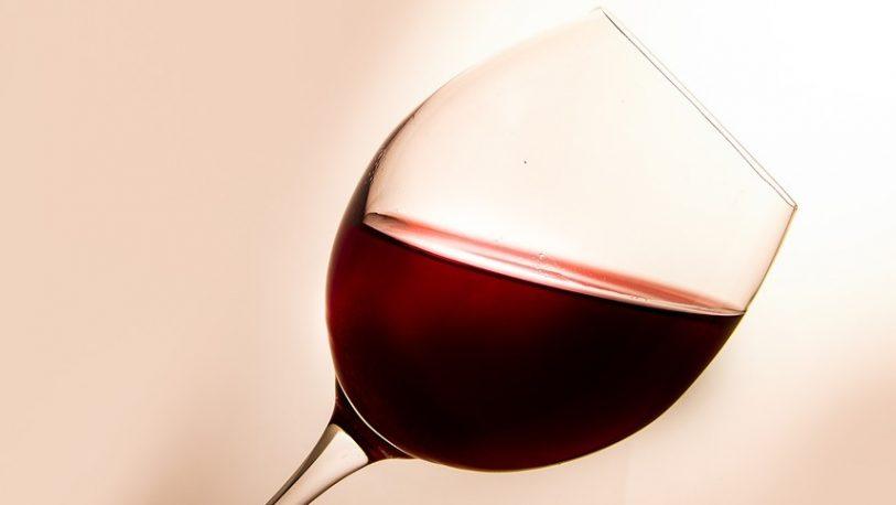 Lanzarán vinos en lata para captar al público joven