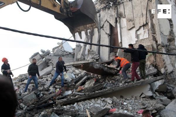 Al menos nueve muertos y 600 heridos por un terremoto en Albania
