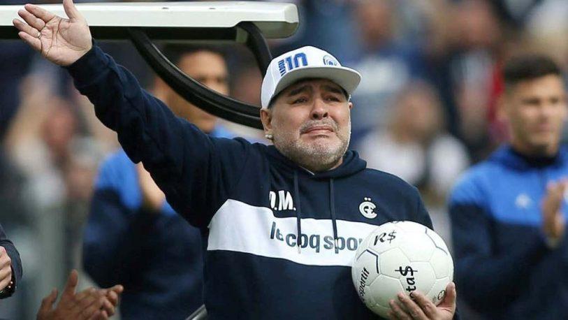Maradona continuará como DT de Gimnasia