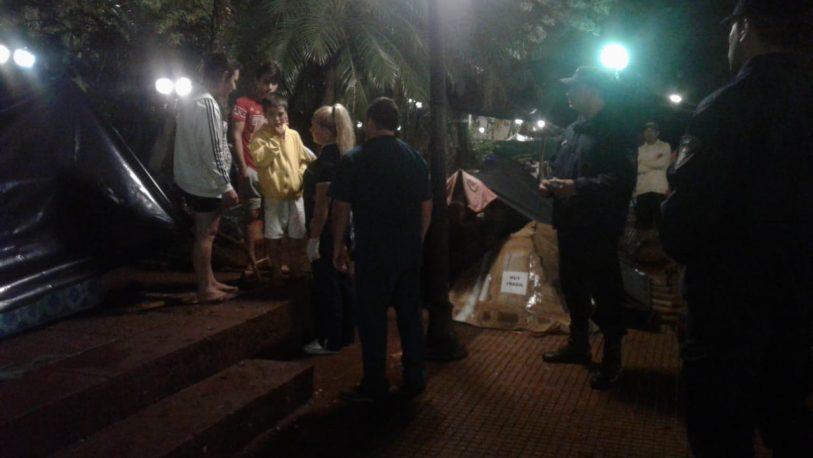 Un niño del acampe tarefero se golpeó el cuello frente a Gobernación