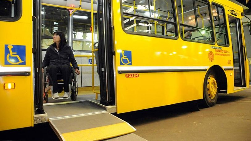 Personas con discapacidad motriz piden colectivos con plataforma baja
