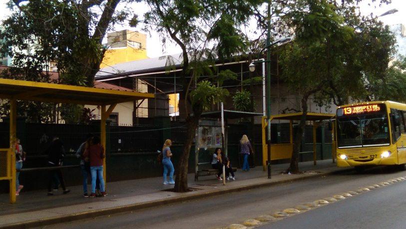 Piden más frecuencias de colectivos urbanos para Miguel Lanús