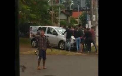 Tareferos agredieron a automovilistas