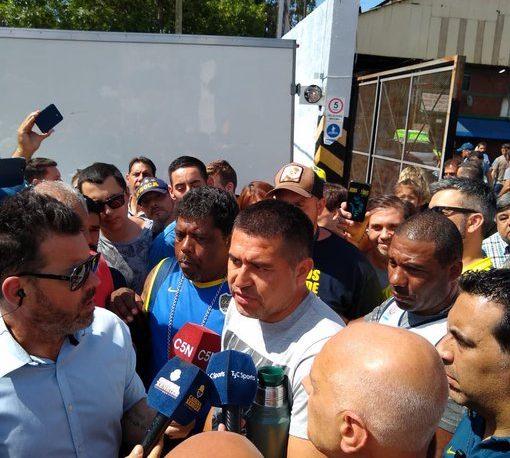 Riquelme denuncia irregularidades en la elección y exige la presencia de Macri