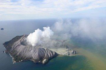 Podría haber 14 muertos por erupción del volcán en Oceanía