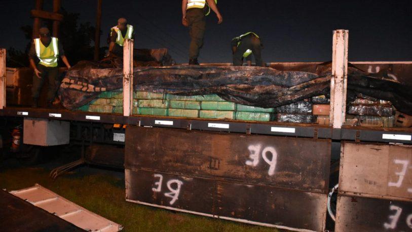 Ituzaingó: descubren 4 toneladas de droga en un camión
