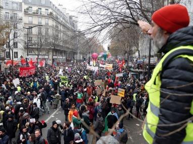 """Francia: prevén un """"lunes negro"""" en el quinto día de huelga general"""