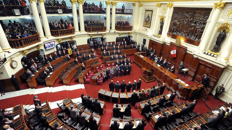 Peruanos votan para restablecer el Congreso