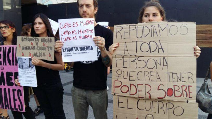 Nuevo escrache a Federico Álvarez Castillo en un local de Etiqueta Negra