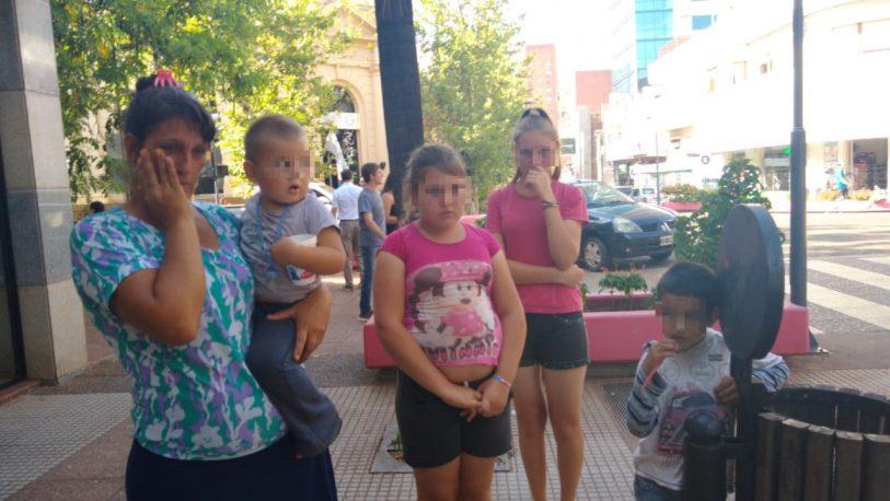 Llegó desde El Soberbio con sus hijos para pedir ayuda
