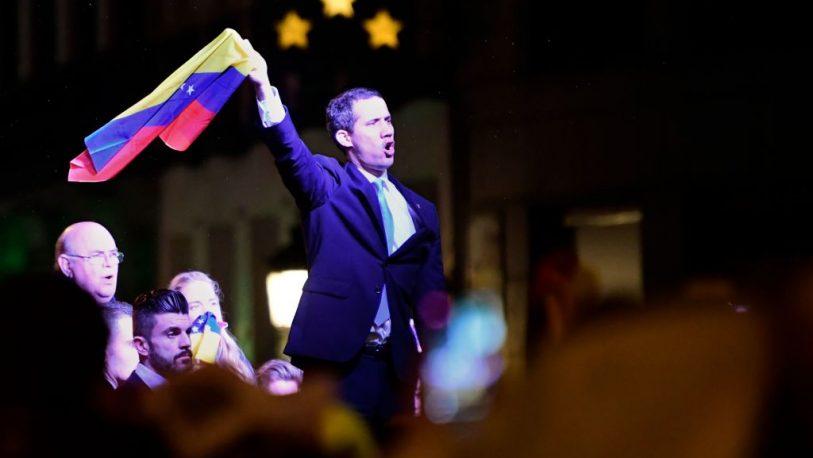En un clima de tensión, Guaidó cerró su gira europea en España