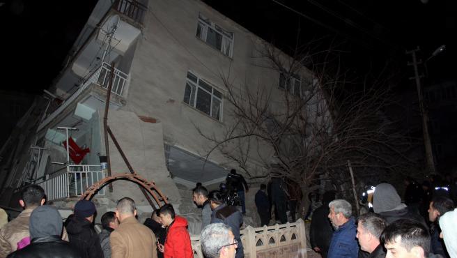 Terremoto en Turquía dejó al menos 21 muertos y más de 1.000 heridos