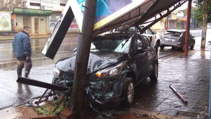 Despiste y choque en Avenida Uruguay