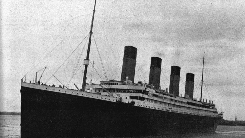 Submarino chocó con los restos del Titanic en el fondo del Atlántico