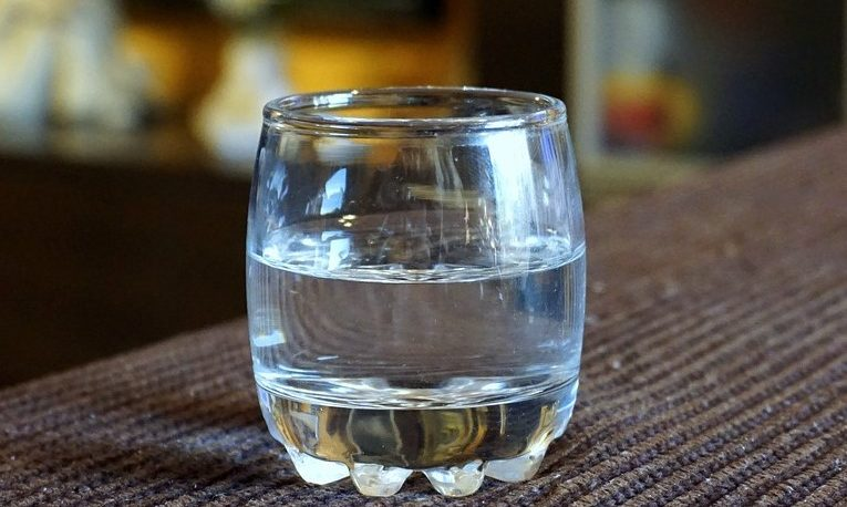 Crean máquina que genera agua potable a partir de humedad