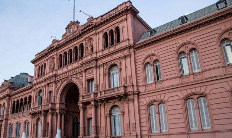 El Gobierno restringe por 180 días las designaciones en la administración pública