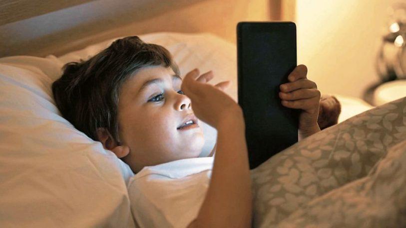 Los chicos argentinos tienen teléfono desde los 9 años