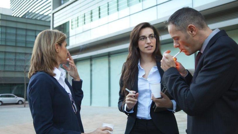 Fumar o tomar café no contará como parte de la jornada laboral