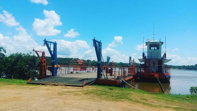 Puerto Maní: suspendieron el cruce de la balsa paraguaya