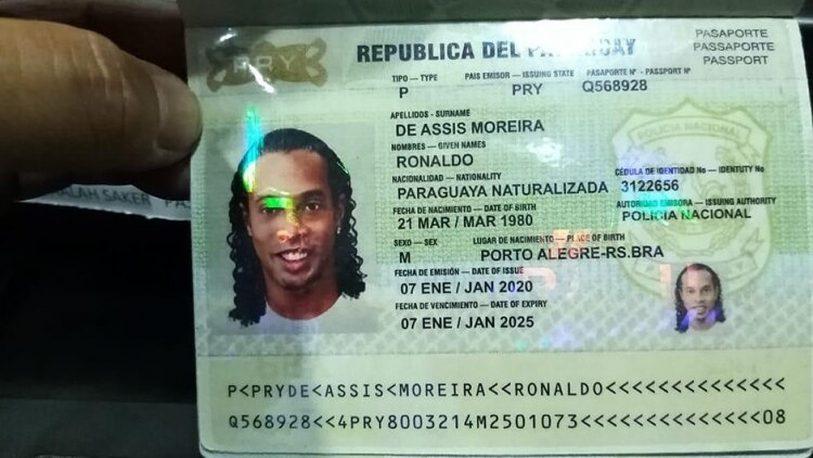 Ronaldinho y su hermano seguirán en la cárcel; juez rechaza arresto domiciliario