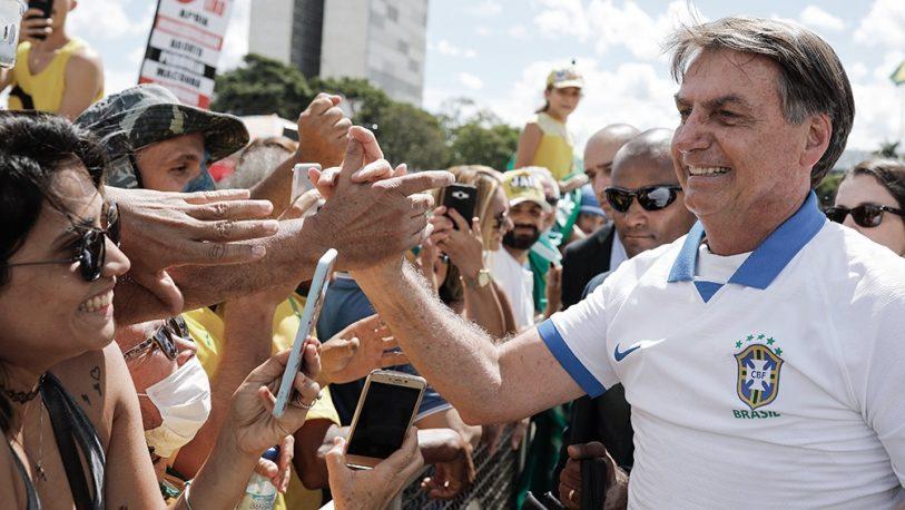 """""""¿Y a mí, qué? No hago milagros"""", dijo Bolsonaro luego del récord de muertes"""