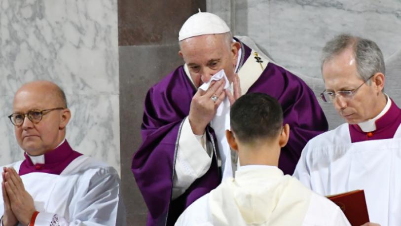 El Papa no irá al retiro de Cuaresma por un resfrío