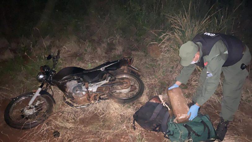 Detienen a un motociclista con 17 kilos de marihuana