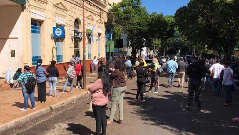 Colas en los bancos: El presidente del BCRA y de ANSES reconocieron errores