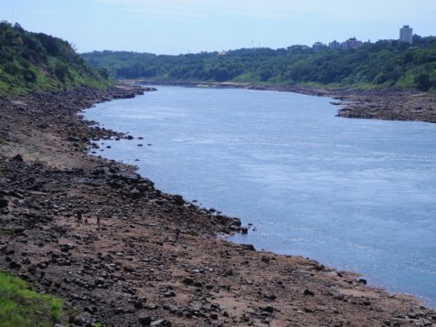 Un desaparecido tras naufragar una canoa en el Río Paraná