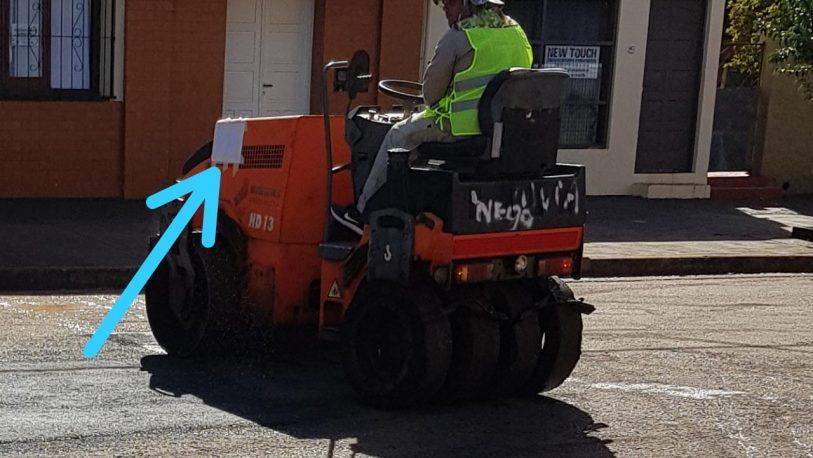 """""""Desaparecieron"""" los logos de la DPV en maquinarias que hacían bacheo"""