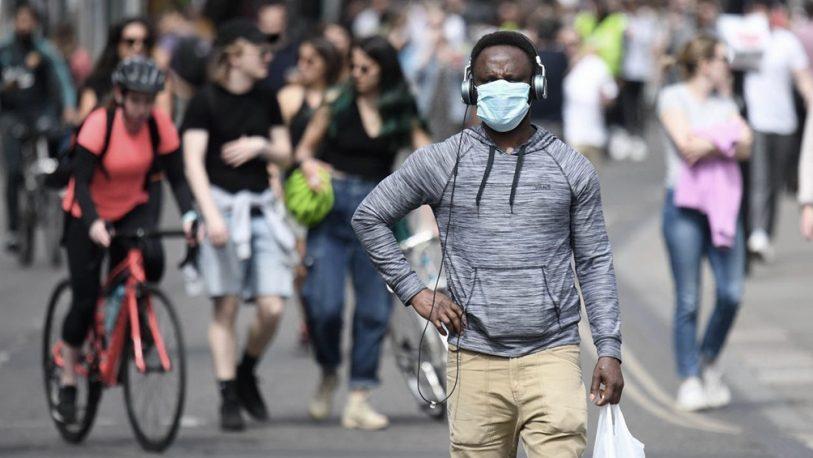 El Reino Unido supera los 42 mil muertos y roza los 300.000 casos positivos