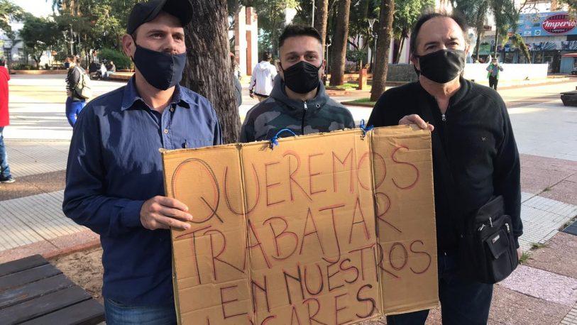 Puesteros se manifestaron frente a Casa de Gobierno
