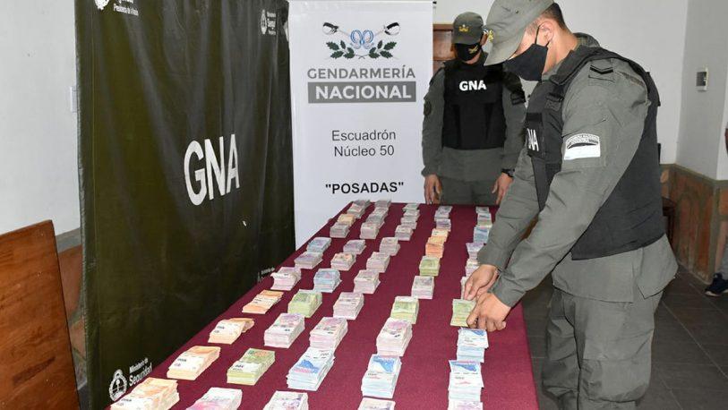 Incautaron más de 2 millones de pesos y 7.200 dólares sin el aval legal