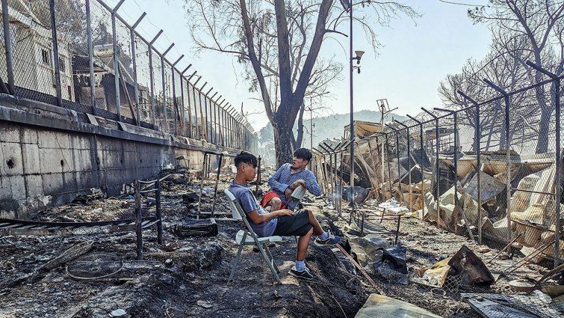 Un gran incendio arrasó con el campo de refugiados más grande de Europa