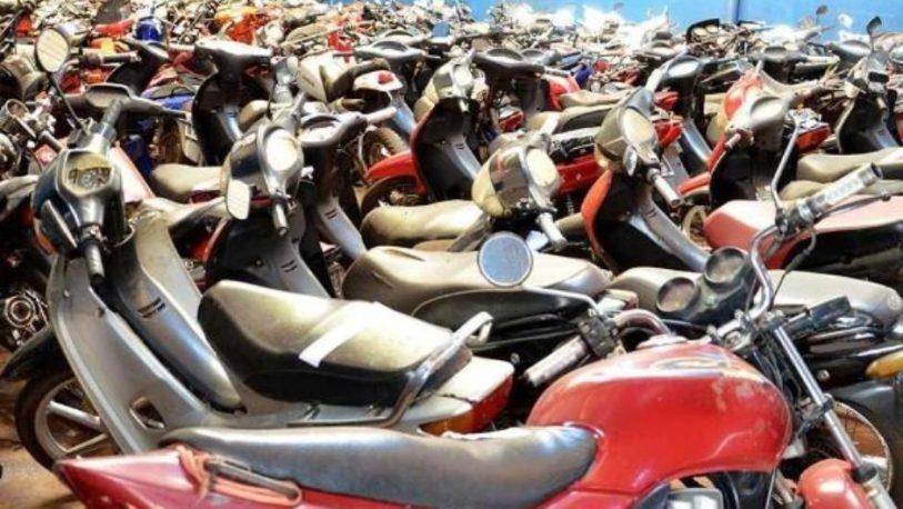 Escándalo: denuncian que se vendieron motos del corralón municipal de Alem