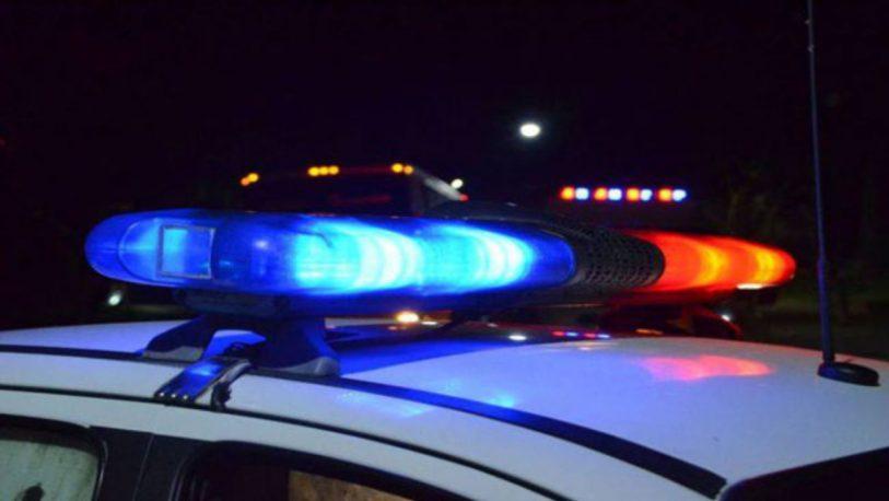 Un vehículo atropelló a una mujer que ahora lucha por su vida