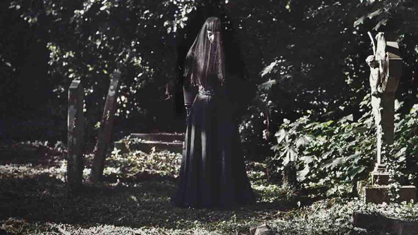 La dama de negro que recorría el cementerio de San Javier