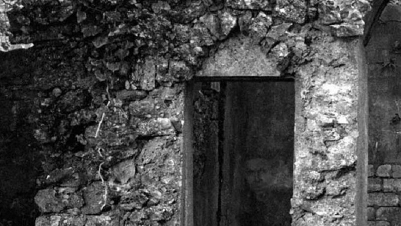 Captó un rostro fantasmal en unas antiguas ruinas escocesas